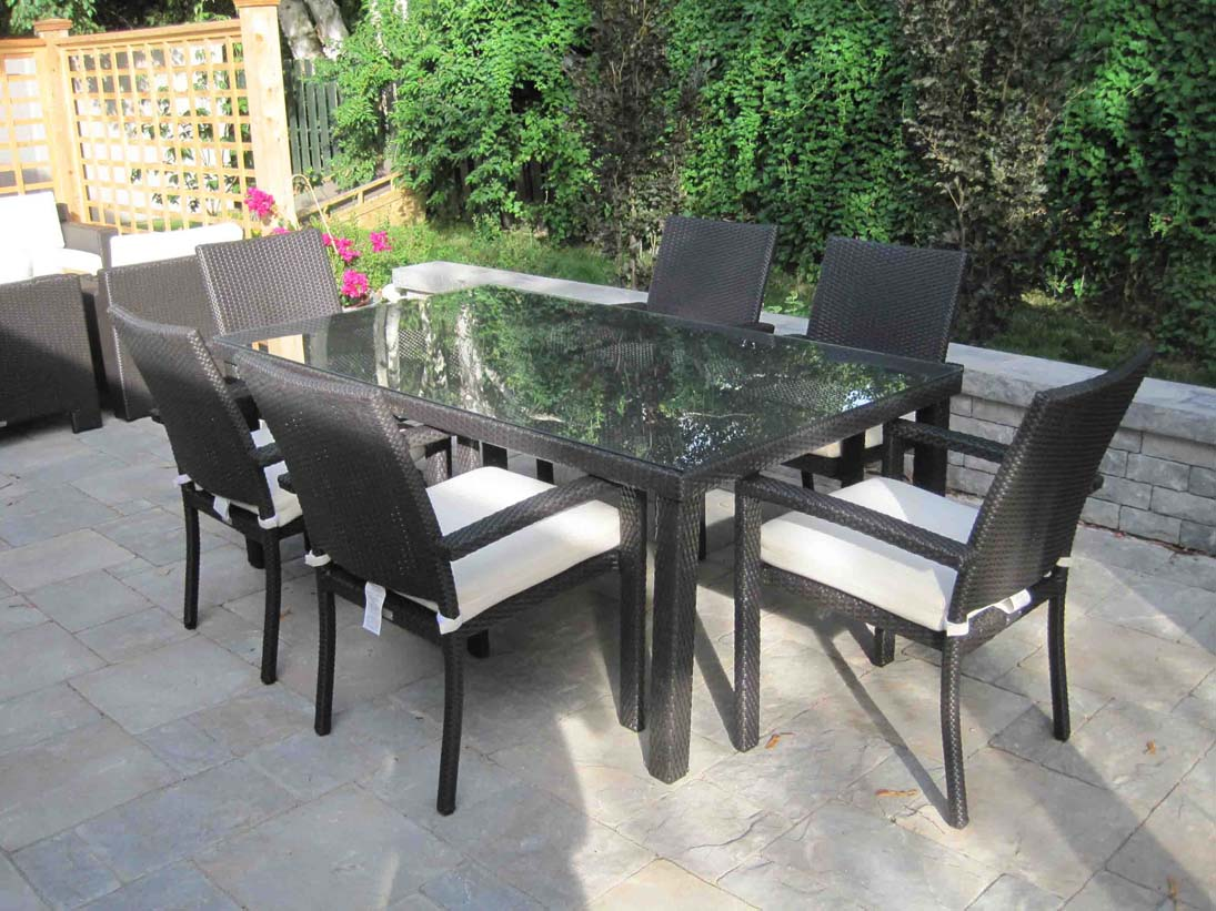 Outdoor Wicker Dining Furniture